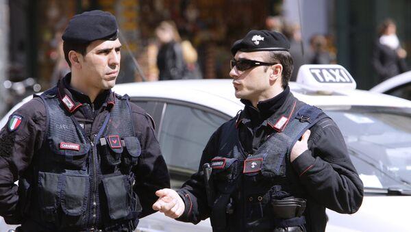 Итальянские полицейские. Архивное фото - Sputnik Таджикистан