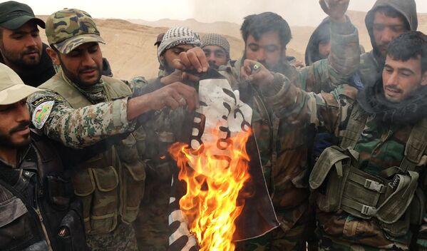 Сирийская армия и ополчение ведут бои за Пальмиру - Sputnik Таджикистан