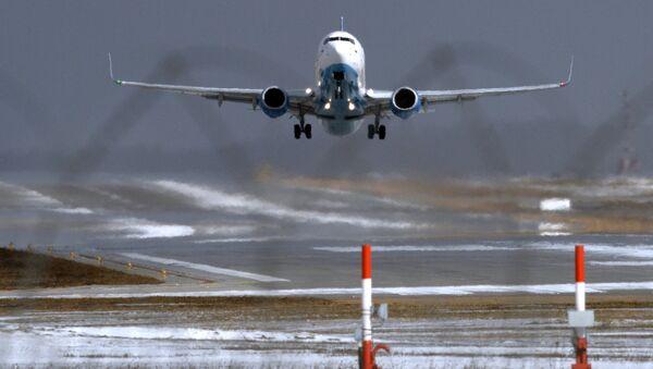 Самолет Boeing 737-800 авиакомпании FlyDubai совершает посадку в аэропорту Внуково. Архивное фото - Sputnik Таджикистан