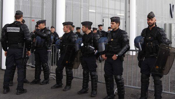 Французские полицейские. Архивное фото - Sputnik Таджикистан