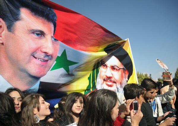 Митинг студентов университета Баас в поддержку действий российской авиации в Сирии - Sputnik Таджикистан