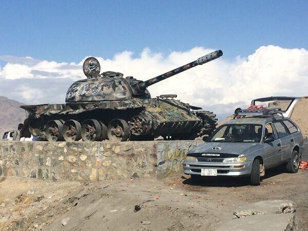 Советский танк как напоминание об Афганской войне 1979-1989 гг. - Sputnik Таджикистан