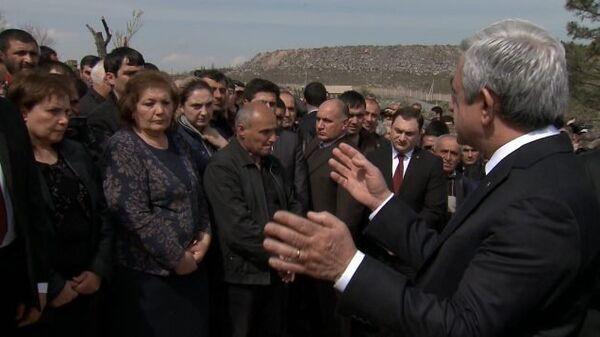 Президент Армении отдал дань памяти погибшим солдатам в Ераблур - Sputnik Таджикистан