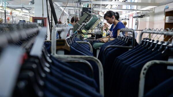 На швейной фабрике. Архивное фото - Sputnik Таджикистан