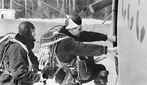 Гагарин перед тренировочным полетом - Sputnik Таджикистан