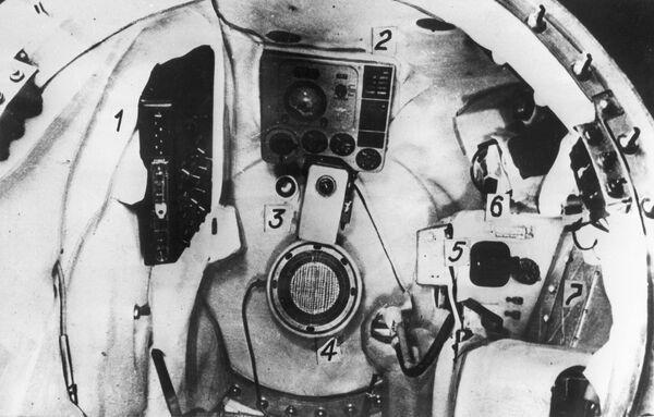 Внутренний вид кабины космонавта корабля-спутника Восток - Sputnik Таджикистан
