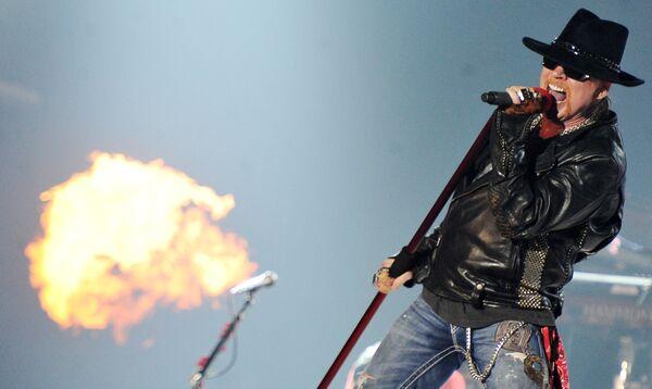 Лидер американской рок-группы Guns N'Roses Эксл Роуз. Архивное фото - Sputnik Таджикистан