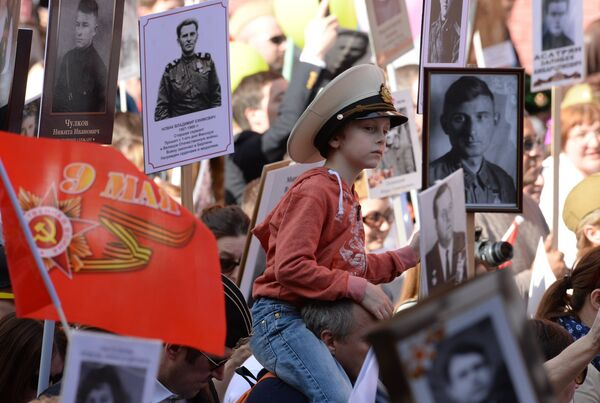 Участник акции Бессмертный полк, архивное фото - Sputnik Таджикистан
