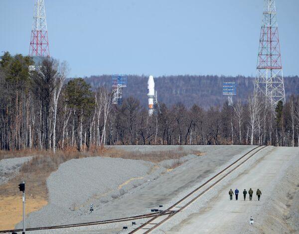 Первый запуск ракеты с нового российского космодрома Восточный перенесен - Sputnik Таджикистан