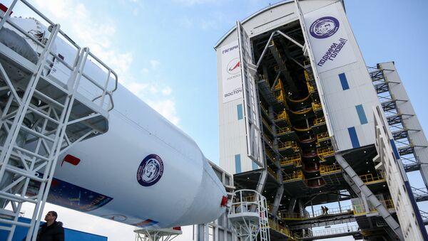 Вывоз ракеты Союз-2.1а с космическими аппаратами на стартовую площадку космодрома Восточный - Sputnik Таджикистан