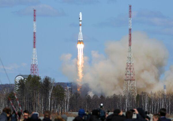 Первый пуск ракеты-носителя с космодрома Восточный - Sputnik Таджикистан