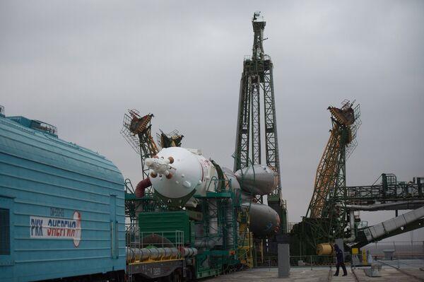 Вывоз ракеты-носителя Союз-ФГ с пилотируемым кораблем Союз ТМА-20М на стартовую площадку космодрома Байконур - Sputnik Таджикистан