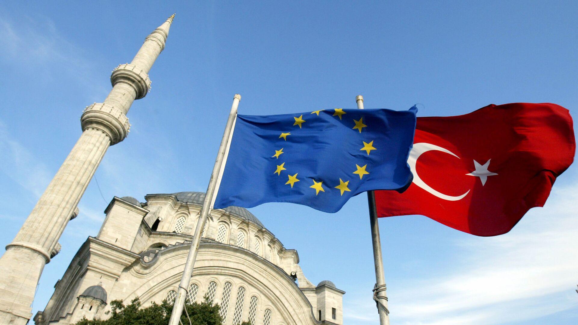 Флаги Турции и ЕС в Стамбуле, архивное фото - Sputnik Тоҷикистон, 1920, 22.04.2021
