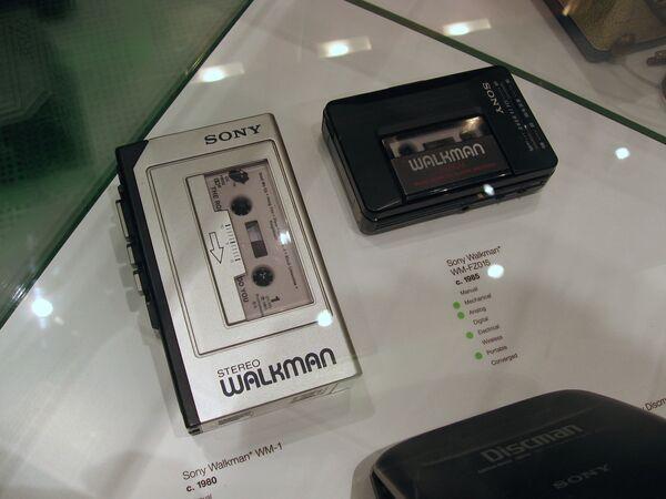 Портативный плеер Sony Walkman. Архивное фото - Sputnik Таджикистан