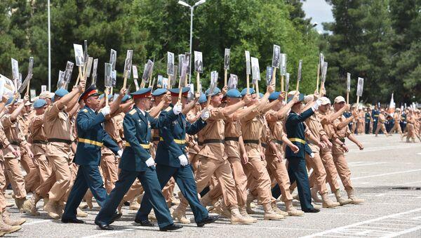 В 201 РВБ на 9 мая провели праздничный концерт и Бессмертный полк - Sputnik Таджикистан
