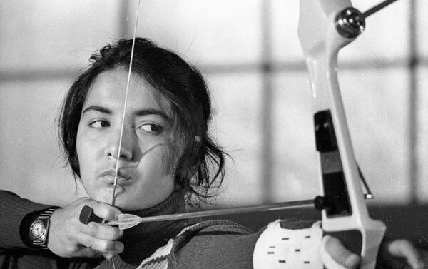 Чемпионка по стрельбе из лука Зебинисо Рустамова - Sputnik Таджикистан