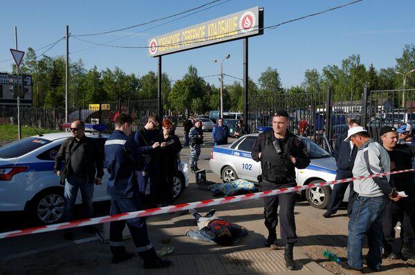 Полиция на месте инцидента  в Хованском кладбище - Sputnik Таджикистан
