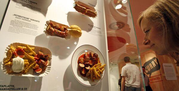 Музей сосиски Currywurst в Берлине - Sputnik Таджикистан