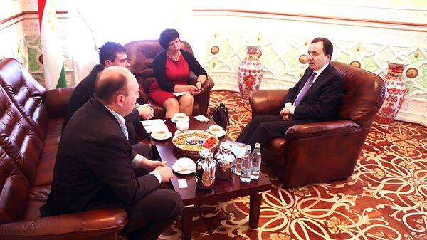Встреча посла РТ в РФ Имомуддина Сатторова с международными наблюдателями от Межпарламентской ассамблеи государств-участниц СНГ - Sputnik Таджикистан