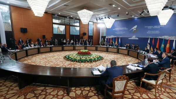 Премьер-министр РФ Д.Медведев принимает участие в заседаниях Совета глав правительств СНГ и ЕАЭС в Казахстане - Sputnik Таджикистан