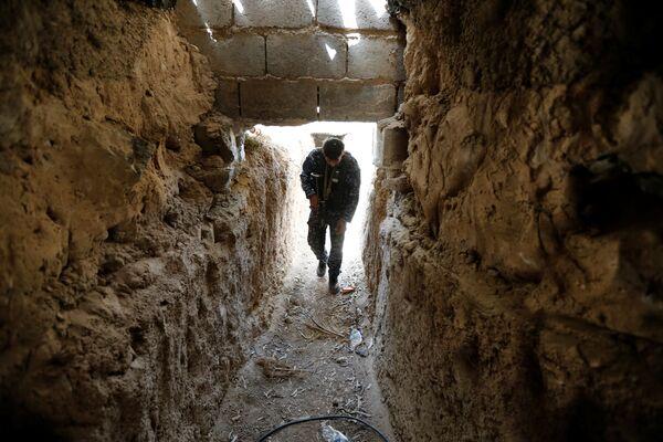 Один из туннелей ИГ, обнаруженный на окраинах Эль-Фаллуджи - Sputnik Таджикистан