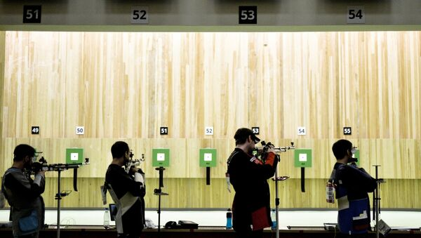 Спортсмены во время соревнований по пулевой стрельбе. Архивное фото - Sputnik Таджикистан