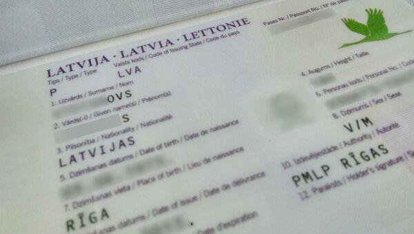 Разворот латвийского паспорта - Sputnik Таджикистан