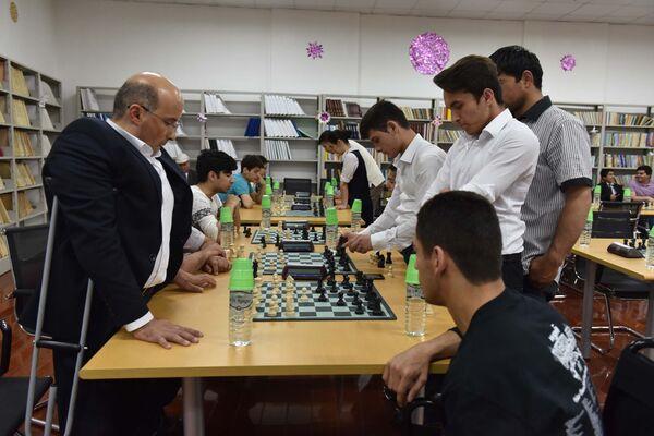 В Душанбе состоялся шахматный турнир среди инвалидов - Sputnik Таджикистан