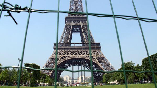 Эйфелева башня в Париже, архивное фото - Sputnik Тоҷикистон