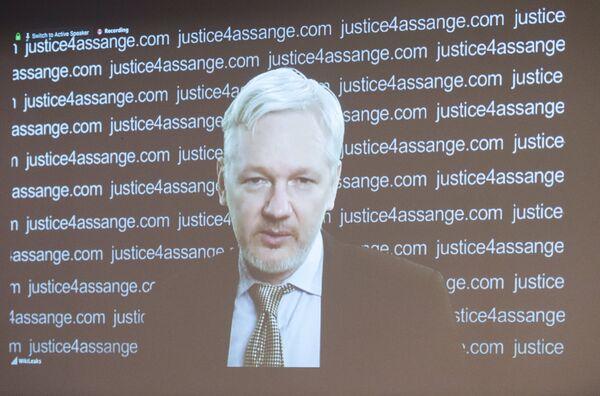 Джулиан Ассанж принял участие в пресс-конференции по видеосвязи из посольства Эквадора в Лондоне - Sputnik Таджикистан