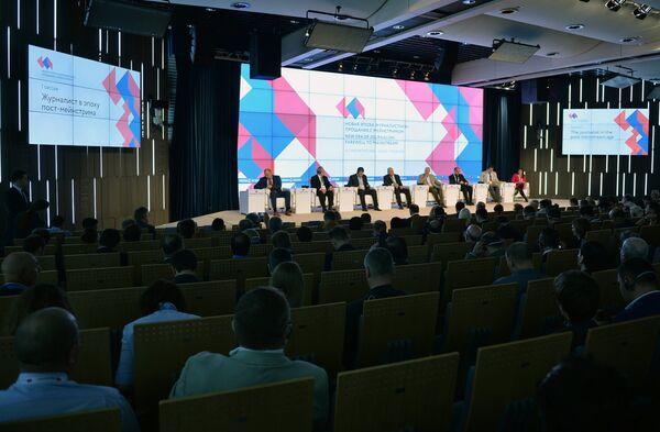 Форум Новая эпоха журналистики: прощание с мейнстримом - Sputnik Таджикистан