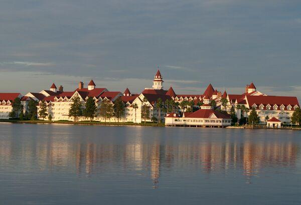 Меҳмонхонаи истироҳатии Disney's Grand Floridian Resort & Spa. Акс аз бойгонӣ - Sputnik Тоҷикистон