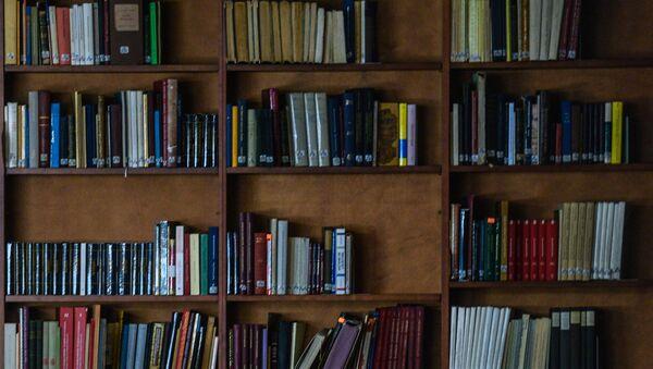 Книжный стеллаж. Архивное фото - Sputnik Таджикистан