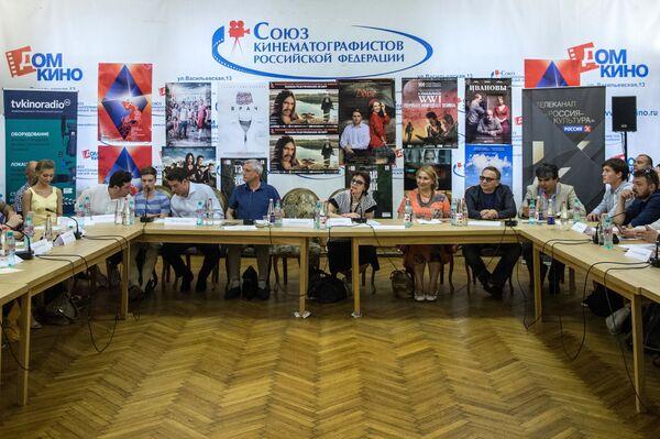 Участники пресс-конференции, посвященной открытию Российских программ 38-го Московского международного кинофестиваля. - Sputnik Таджикистан