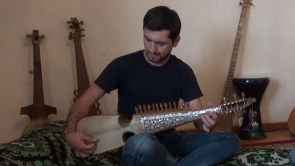 Таджикский рубабист готовится к концерту в США - Sputnik Таджикистан