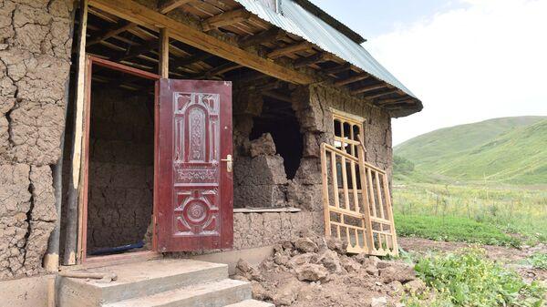 Кадры разрушенных домов после землетрясения в Раштском районе - Sputnik Таджикистан