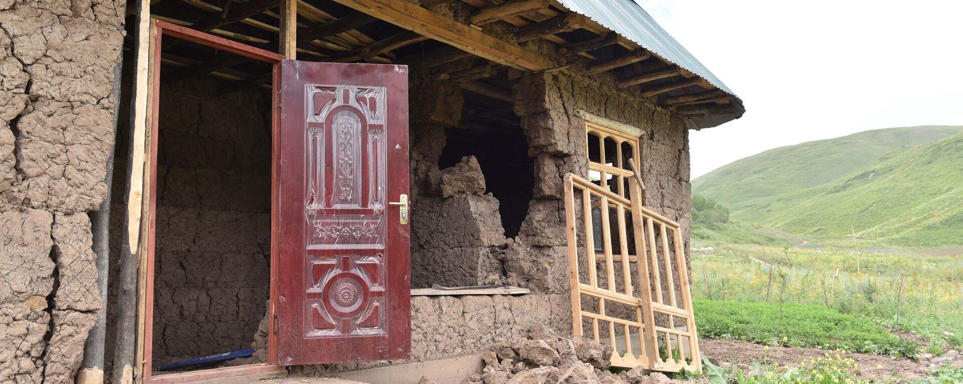 Кадры разрушенных домов после землетрясения в Раштском районе - Sputnik Таджикистан, 1920, 03.02.2021