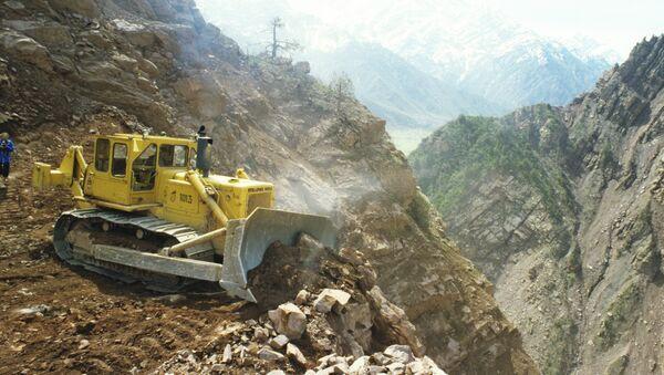 Расчистка склонов гор в створе водохранилища - Sputnik Таджикистан