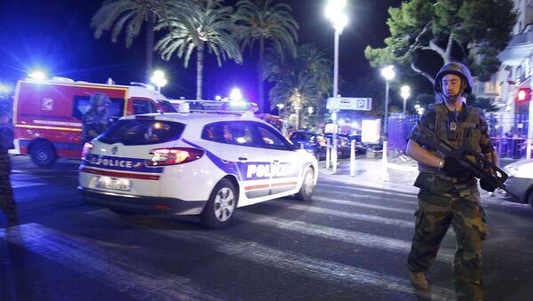 Полиция прибыла на место теракта в Ницце - Sputnik Таджикистан