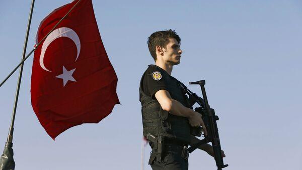 Турецкий полицейский - Sputnik Таджикистан
