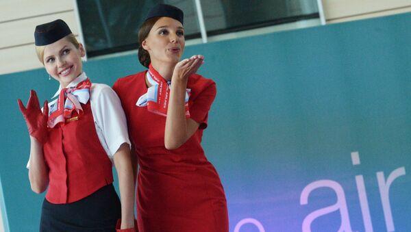 Намояндагони ширкати ҳавоии  Ural Airlines. Акс аз бойгонӣ - Sputnik Тоҷикистон