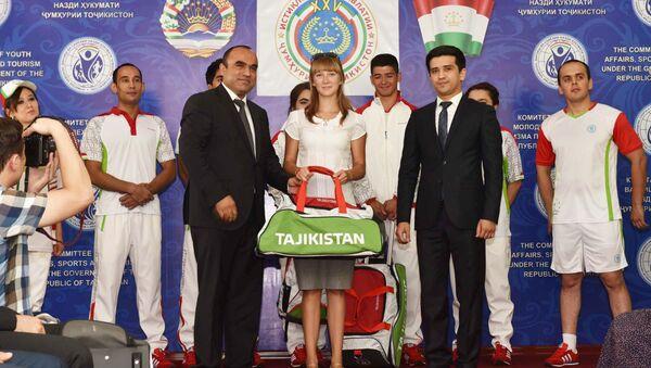 Вручение олимпийской формы таджикским спортсменам, участвующим на летних Олимпийских играх в Бразилии - Sputnik Таджикистан