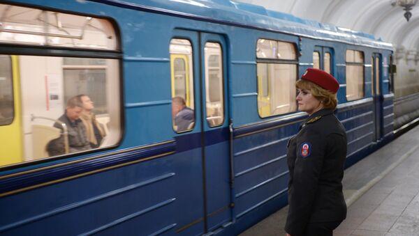 На станции метро Комсомольская-кольцевая в Москве, архивное фото - Sputnik Таджикистан