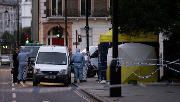 Полиция Лондона работает на месте происшествия, где неизвестный напал на прохожих с ножом в ночь на 4 августа - Sputnik Таджикистан