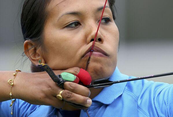 Индийская лучница во время тренировки в Рио-Де-Жанейро - Sputnik Таджикистан