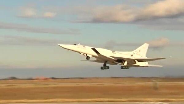 Удар бомбардировщиков Ту-22 по объектам ИГ, архивное фото - Sputnik Таджикистан