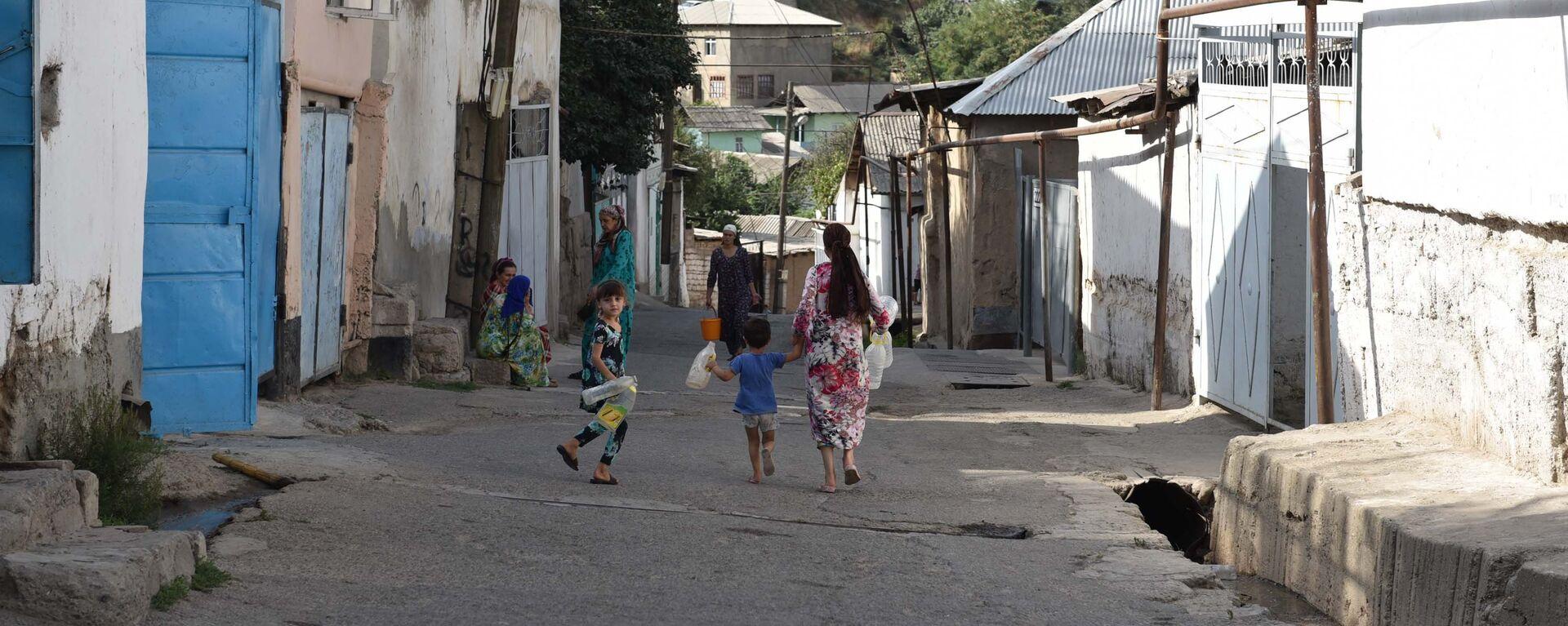 Как душанбинцам живется без водопровода - Sputnik Таджикистан, 1920, 23.07.2021