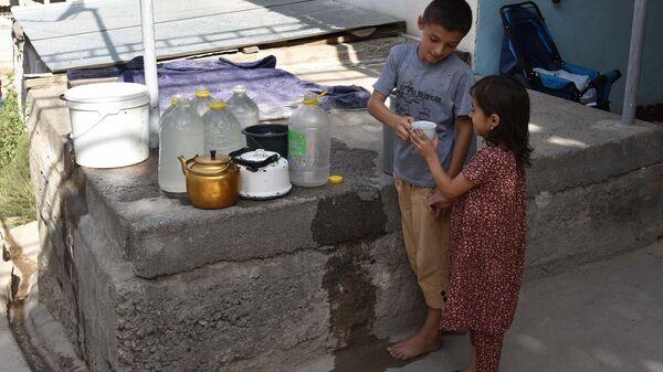 Как душанбинцам живется без водопровода - Sputnik Таджикистан