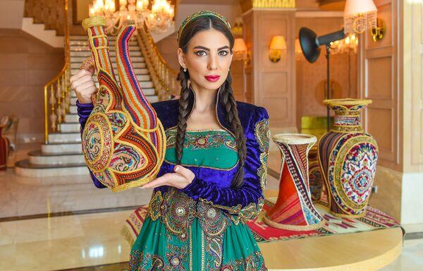 Участницы конкурса Мисс Юнион в Азербайджанских национальных платьях - Sputnik Таджикистан