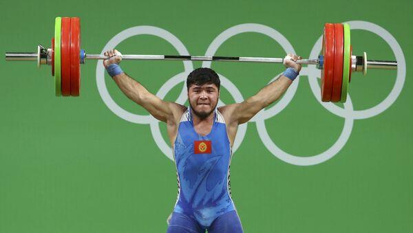 Штангист Иззат Артыков на Олимпийских играх в Рио-де-Жанейро - Sputnik Таджикистан